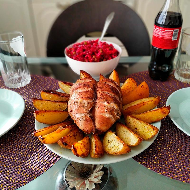 Воскресный обед: курица с картошкой и винегрет