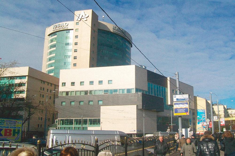 Точно так же не нужно разбираться в архитектуре, чтобы понять, что современные административные здания в России — это архитектурный ад. Это мой новый бизнес-центр