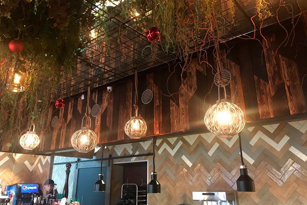 Интерьер кафе West Food в Пятигорске