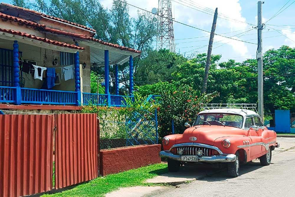 Машинки в кубинском Варадеро будто сошли с открыток