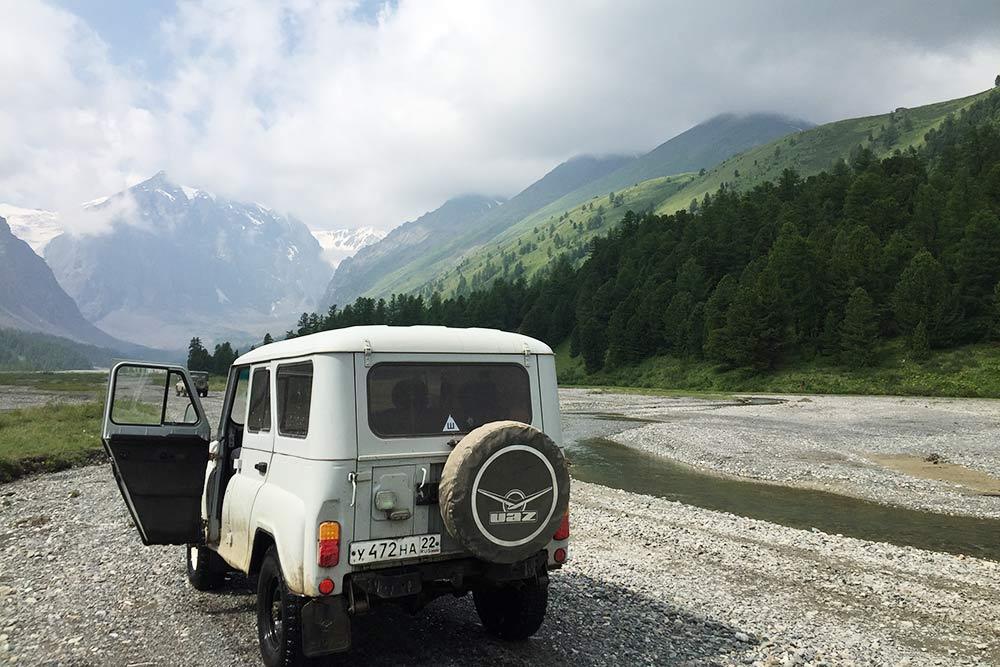 В этом году мы почти доехали до границы с Монголией, поднялись на ледник Большой Актру и побывали на Телецком озере