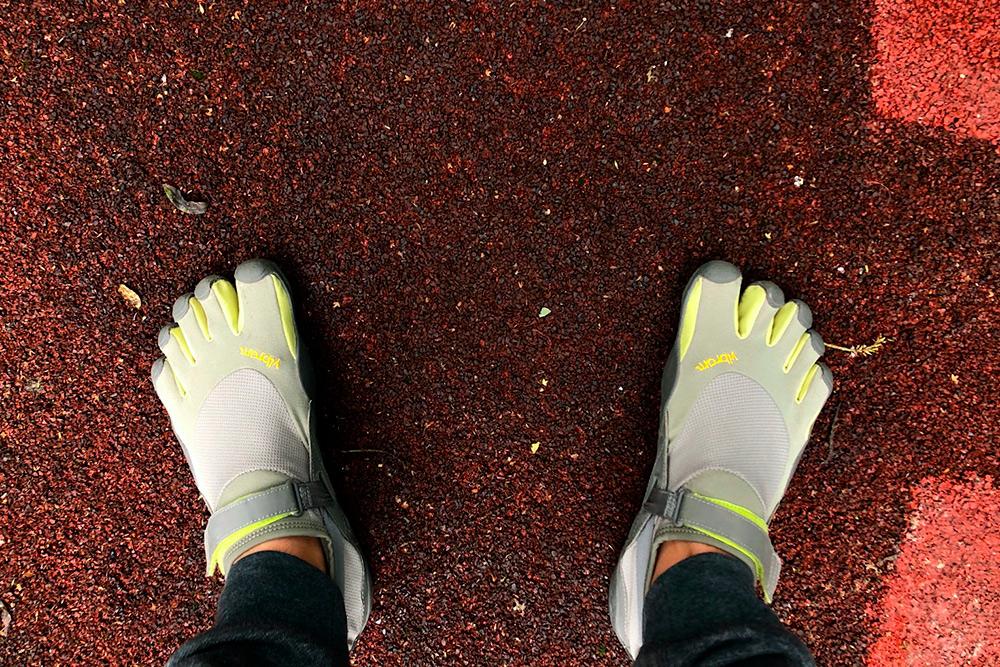 Ботинки с пальцами выглядят так. В них я бегаю и занимаюсь спортом
