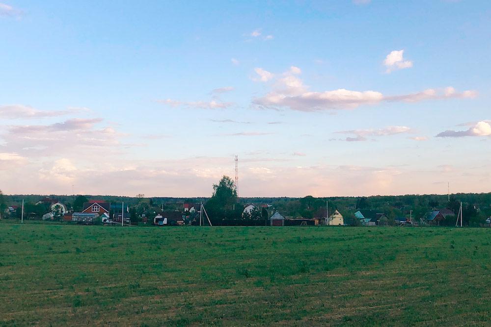 Это моя деревня, здесь я проводил летние каникулы в школьные годы. Самые теплые воспоминания о детстве у меня связаны с этим местом