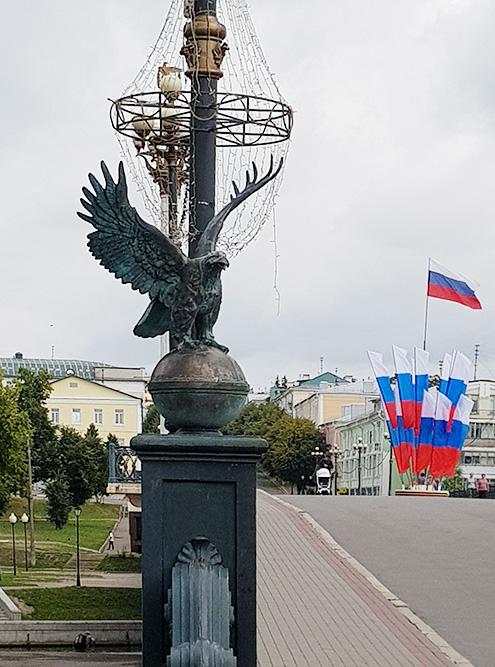 Центральная улица Ленина с символом города — орлом