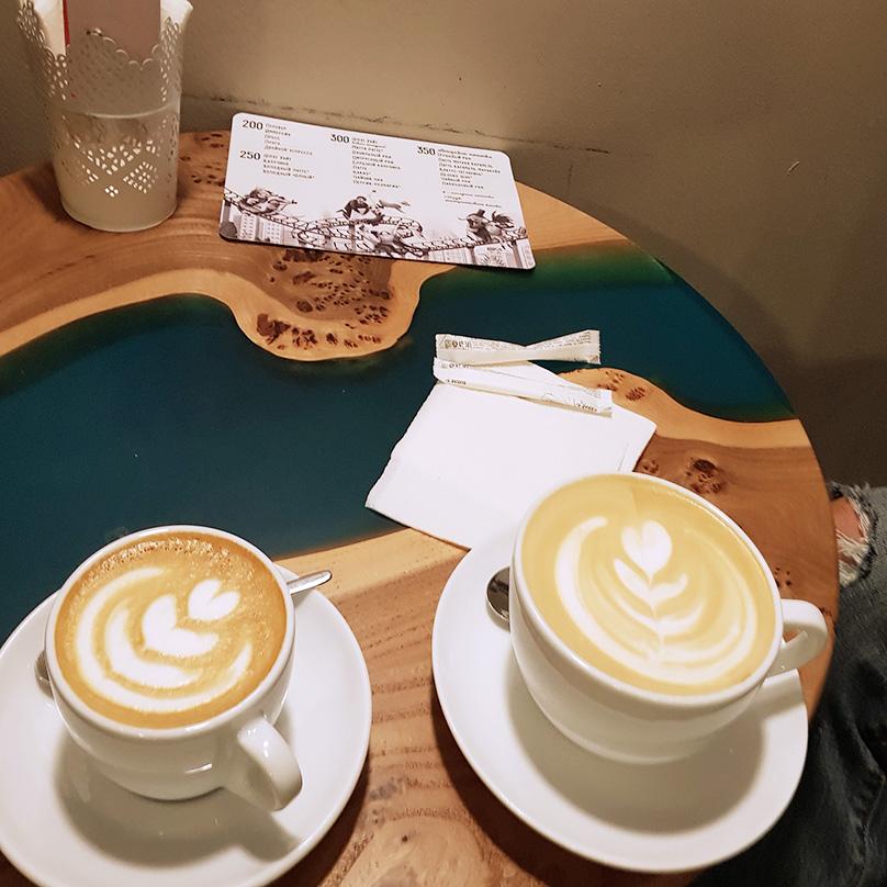 В кофейне в Москве