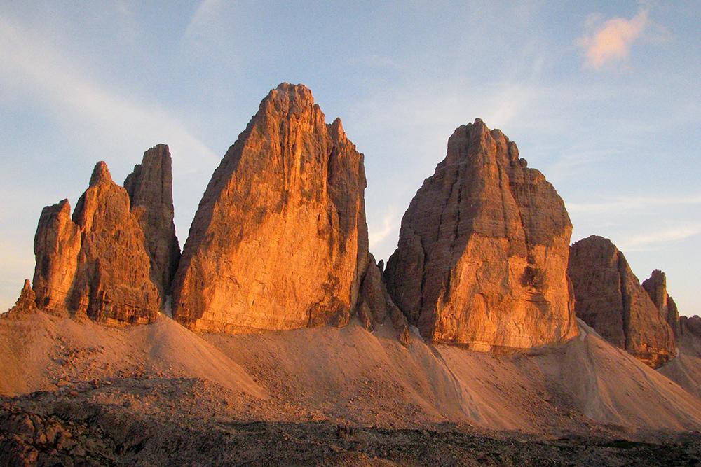 Символ Доломитовых Альп — Тре Чиме ди Лаворедо на закате
