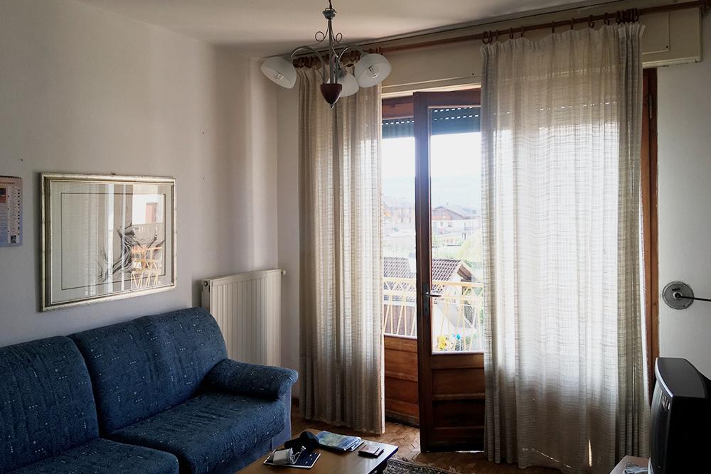 Гостиная и балкон