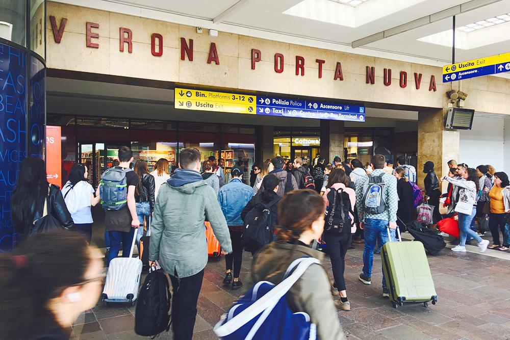 Железнодорожный вокзал в Вероне — отсюда быстрее всего можно доехать до Доломитовых Альп. Другой вариант — поезд из Венеции