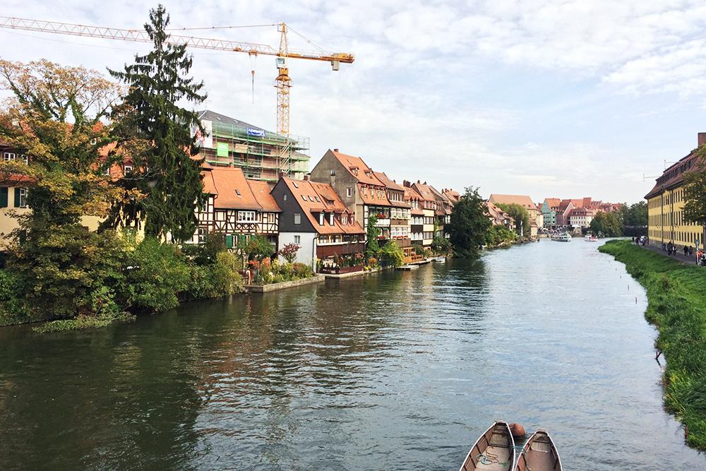 Бамберг стоит на реке Регниц — притоке Майна, который сам в свою очередь является притоком знаменитого Рейна. Город еще называют маленькой Венецией