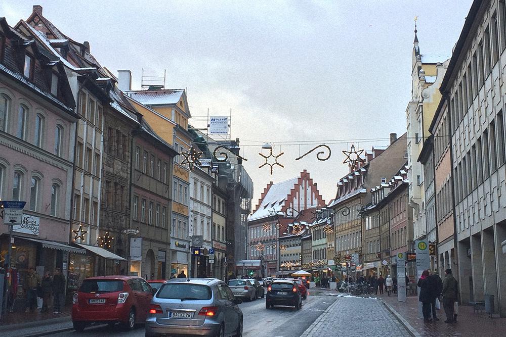 Одна из центральных улиц Бамберга перед Рождеством