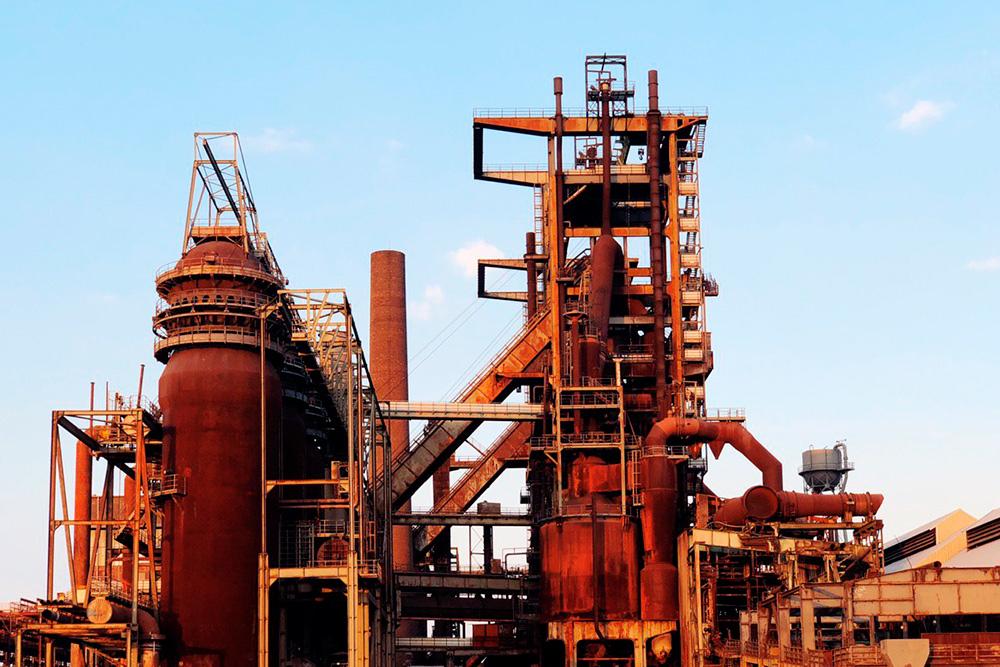 Рядом с Дортмундом раньше был огромный сталелитейный завод. Сейчас он не работает, но туда разрешен вход дляпрогулок и экскурсий