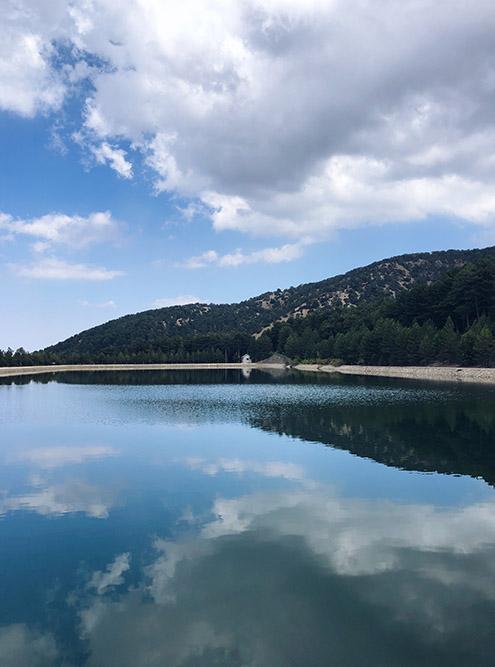 Искусственное прямоугольное озеро