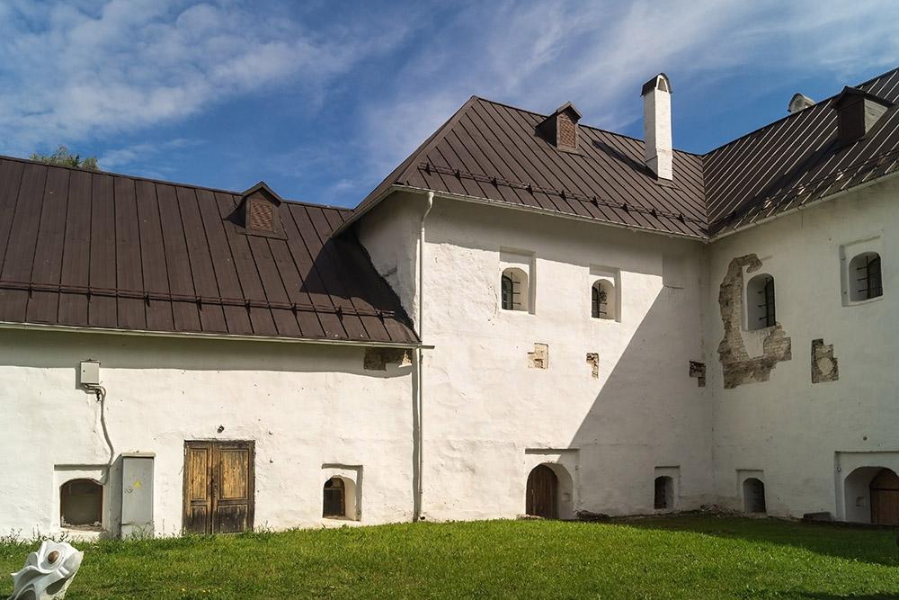 Пока точно неизвестно, когда закончится реставрация Поганкиных палат. Источник: Лариса Дука/Shutterstock