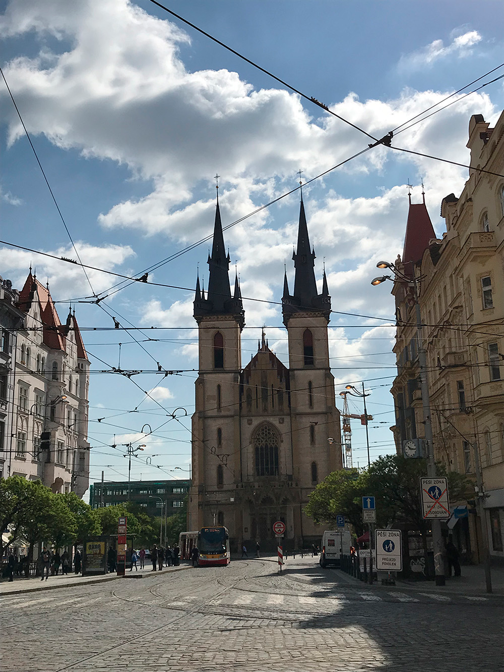 Костел Святого Антония Падуанского находится в пешей доступности от квартиры, которую мы снимали в Праге. Каждое утро мы шли гулять мимо него