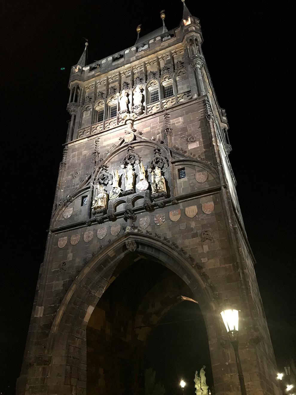 Староместскую мостовую башню строили 23 года