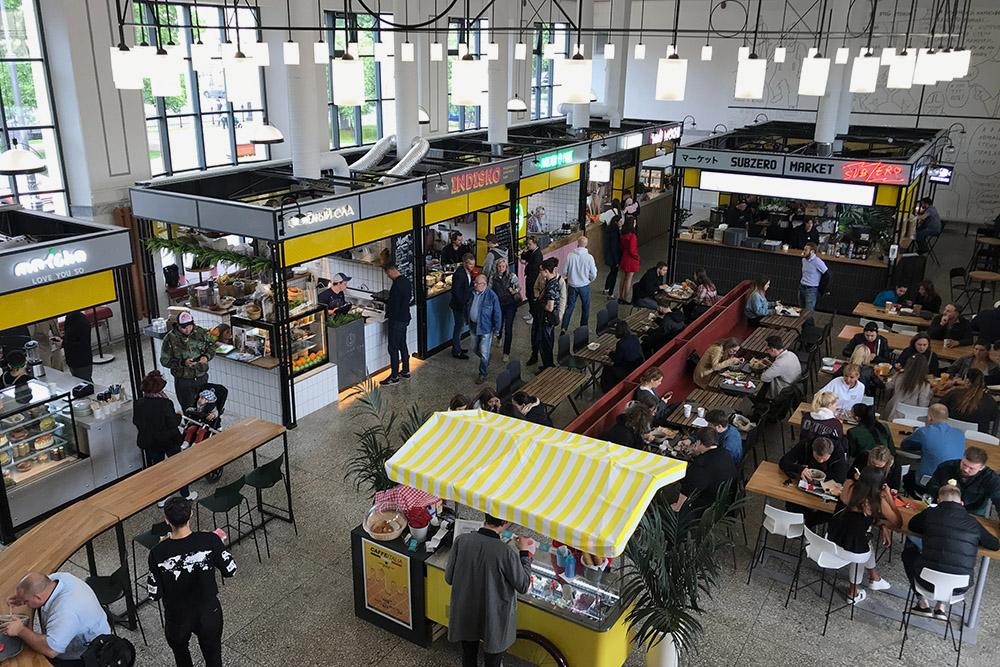 На Василеостровский рынок приходят, чтобы вкусно поесть и пообщаться