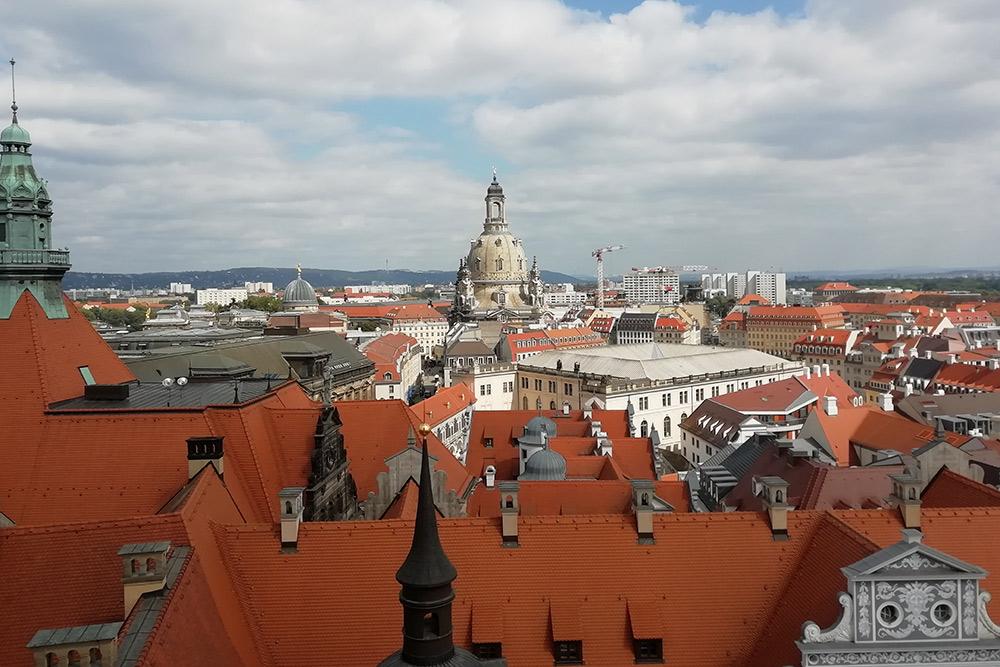 Вид на Дрезден со смотровой башни замка-резиденции, в котором когда-то жили саксонские короли