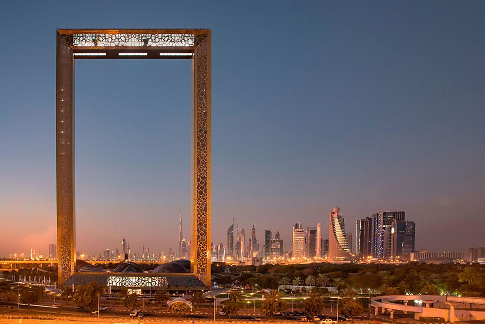 С одной стороны с «Дубай Фрейм» открывается вид на современный Дубай, с другой — на первый район города, где когда-то ловили жемчуг. Фото: Katiekk / Shutterstock