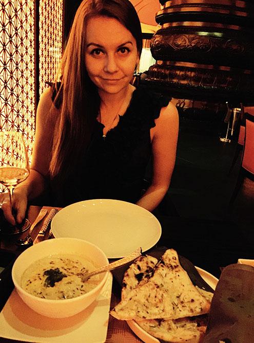 Когда я жила и работала в Дубае, каждые выходные старалась посетить новое место для ужина. Индийская кухня стала одной из моих любимых: подача, интерьер и сами блюда обычно на высоте