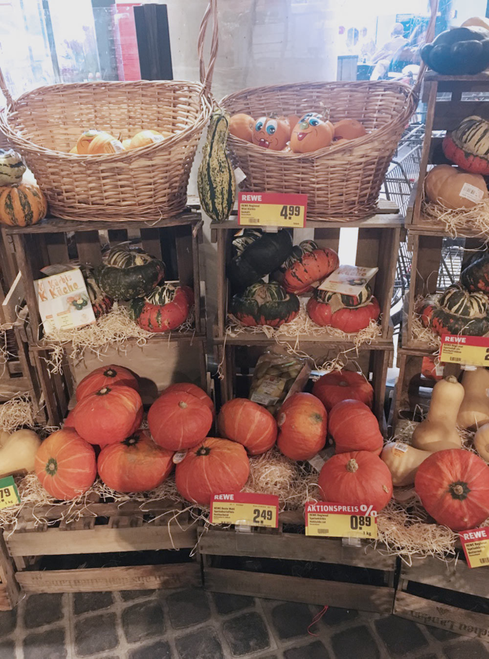 Сезонные осенние продукты в супермаркете Rewe