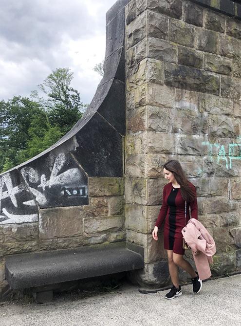 На мой взгляд, граффити на старинных постройках портят внешний вид города