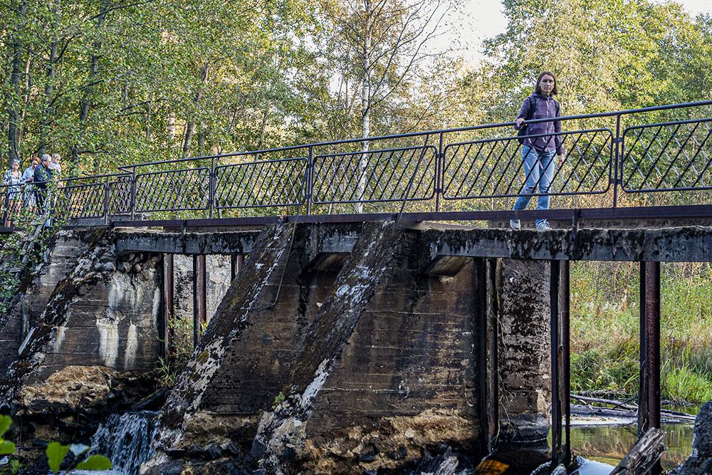 Плотина у заброшенной финской электростанции — популярное место для фотосессий