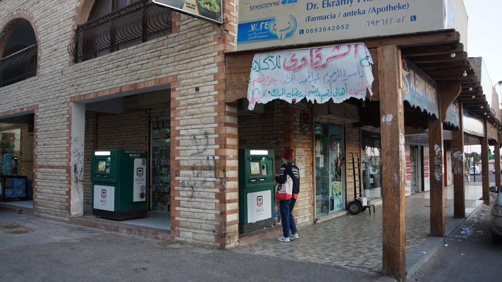 Мы снимали деньги в банкоматах Bank of Egypt на рынке Асала, ими пользуются и местные