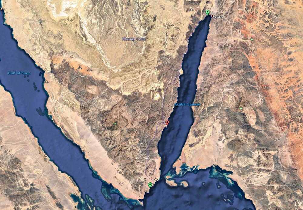 В 95 км от Дахаба — египетский Шарм-эль-Шейх, в 160 км — израильский Эйлат, через пролив — Саудовская Аравия
