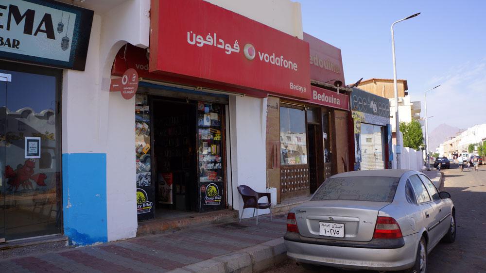 В салонах связи «Водафон» покупают симкарты, оплачивают телефон и интернет
