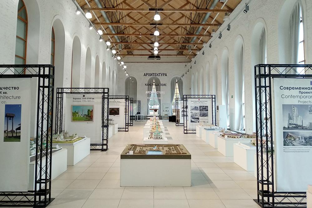 Музей архитектуры и дизайна, зал с макетами зданий. Иногда его сдают в аренду дляпроведения свадеб и других мероприятий