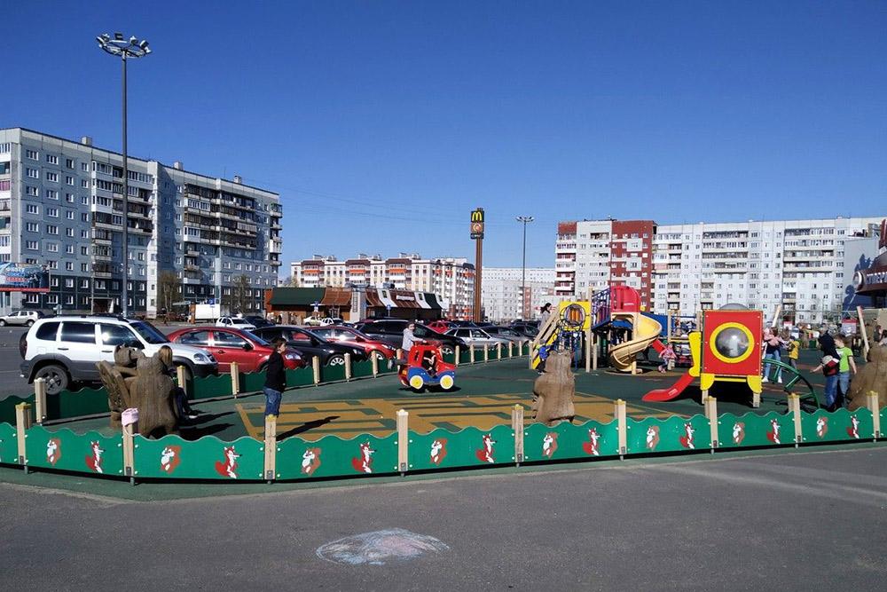 Детская площадка рядом с набережной у родительского дома