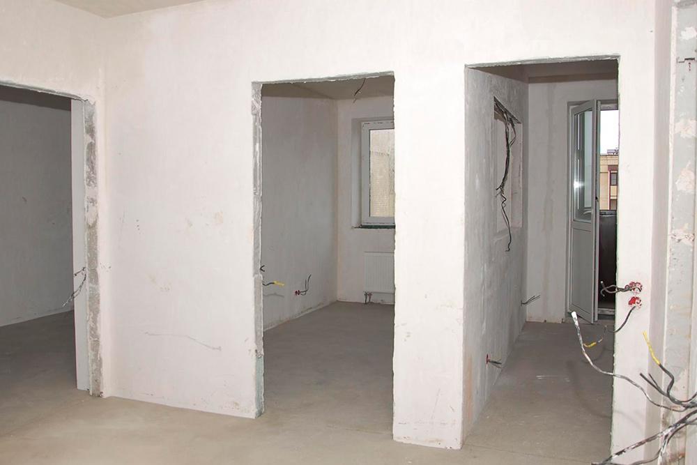Таквыглядела квартира после чернового ремонта. Мы сфотографировали еесразных ракурсов, чтобы было понятно, чтоуже сделано, идобавили подробное описание