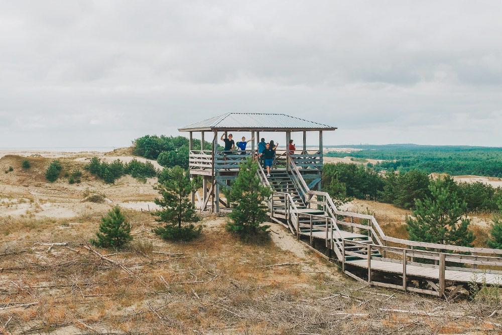 На высоте Эфа есть несколько обзорных площадок. К ним ведут специальные деревянные настилы