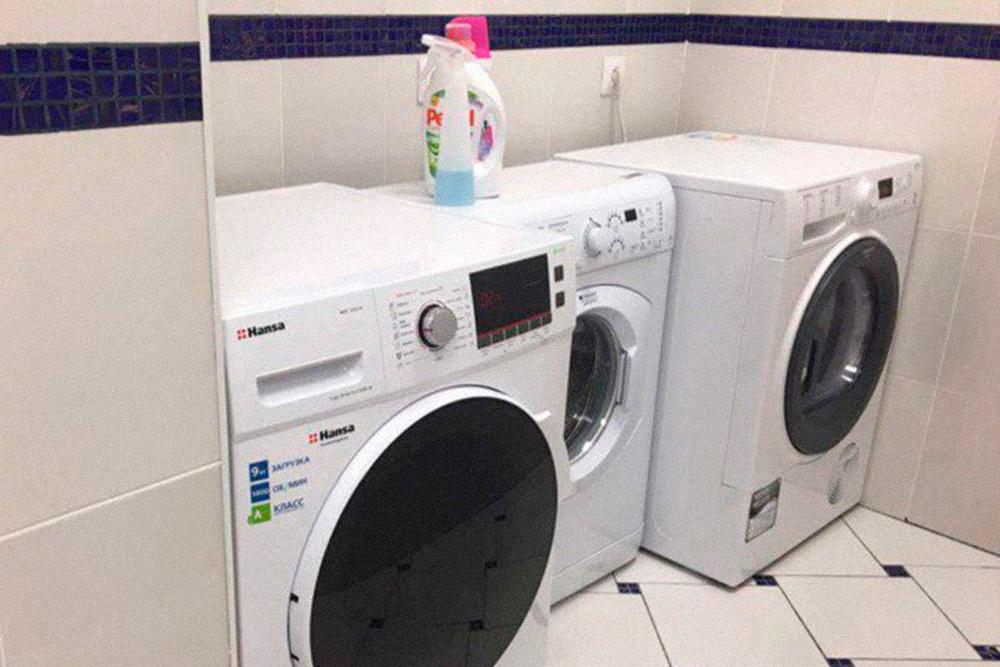 В прачечной работали 2 стиральные машины и машина-сушилка