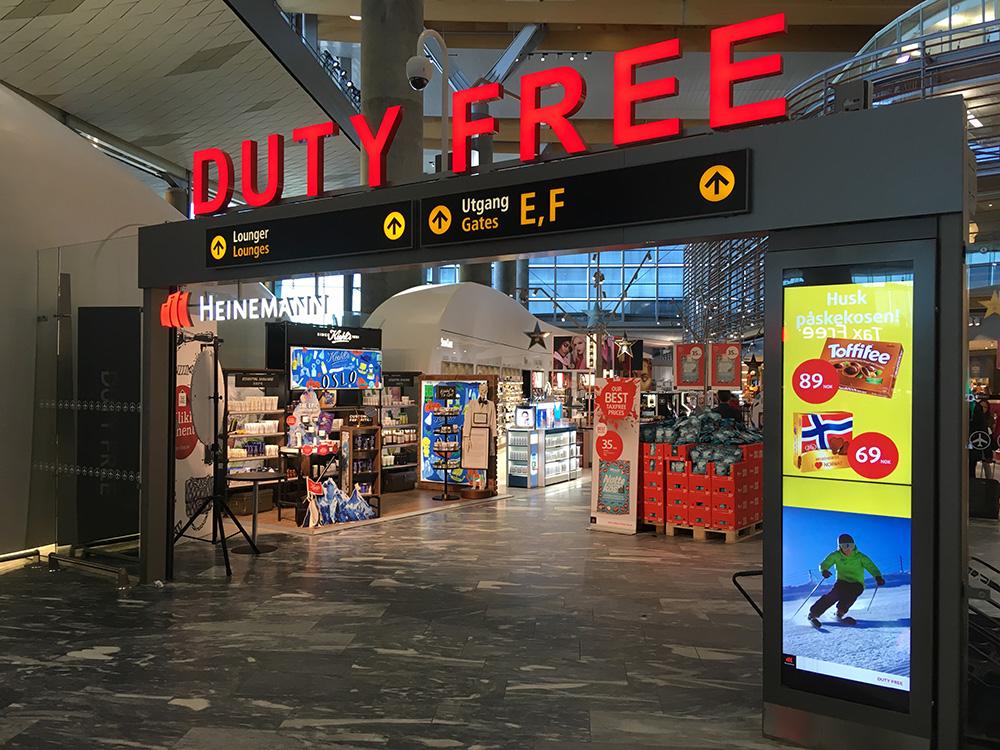 Магазины в аэропортах привлекают туристов плакатами со скидками, но цены там не всегда выгодные