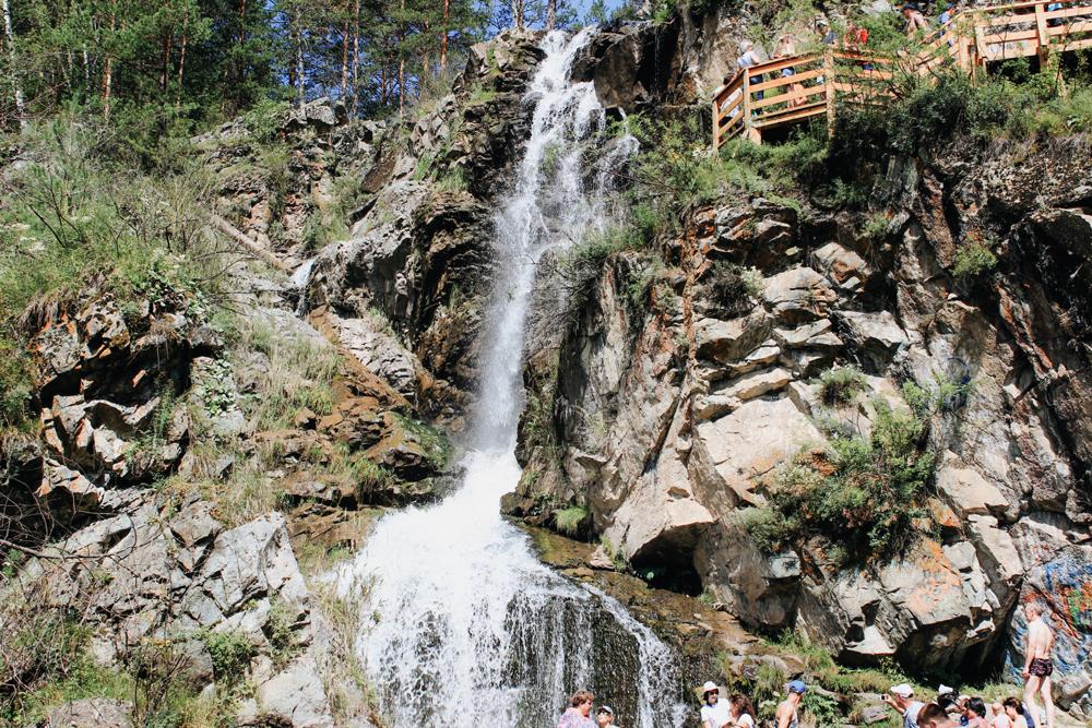 Водопад Камышлинский на Алтае