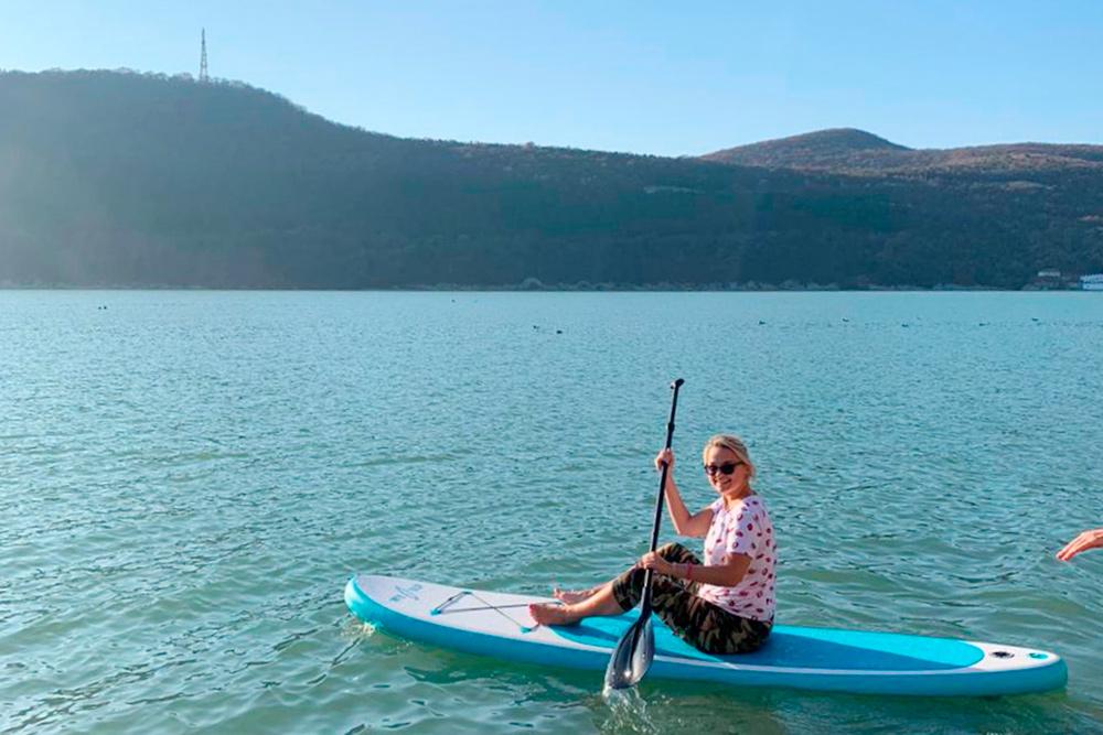 Мои друзья привезли в Абрау свой сапсерф и спокойно катались по озеру. Источник:МарияСавельева