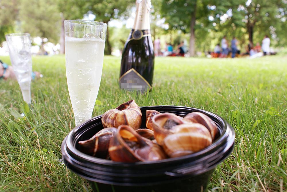 Запеченные улитки и игристое на траве — так проходят гастрономические фестивали в Абрау