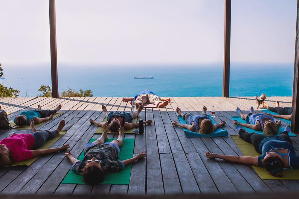 Йога-площадка в доме йога. Источник: Facebook