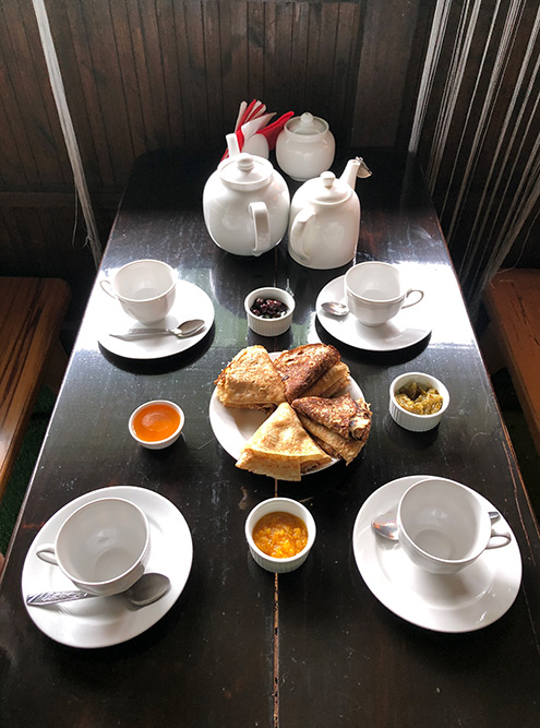 Первый чай с блинами в кафе после длинного похода