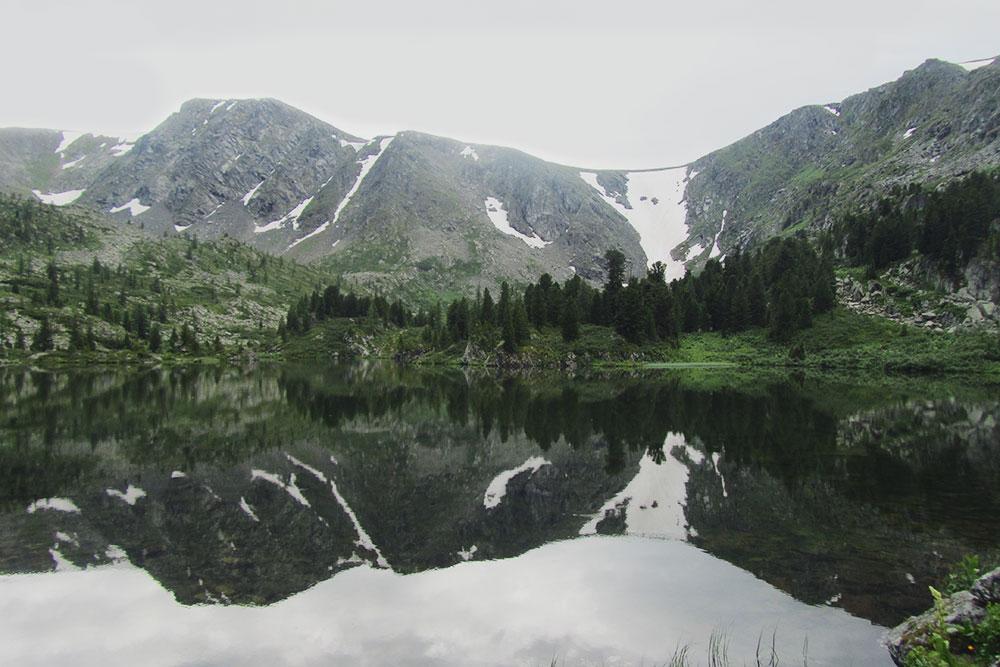 Каракольские озера находятся в заповеднике — там запрещено мусорить и громко слушать музыку. Гиды предупреждают, что на территории даже запрещено курить
