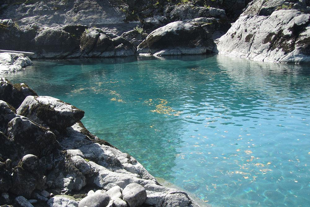 Я выросла на горной реке и с детства привыкла к холодной воде, поэтому рискнула искупаться. Вода очень бодрящая