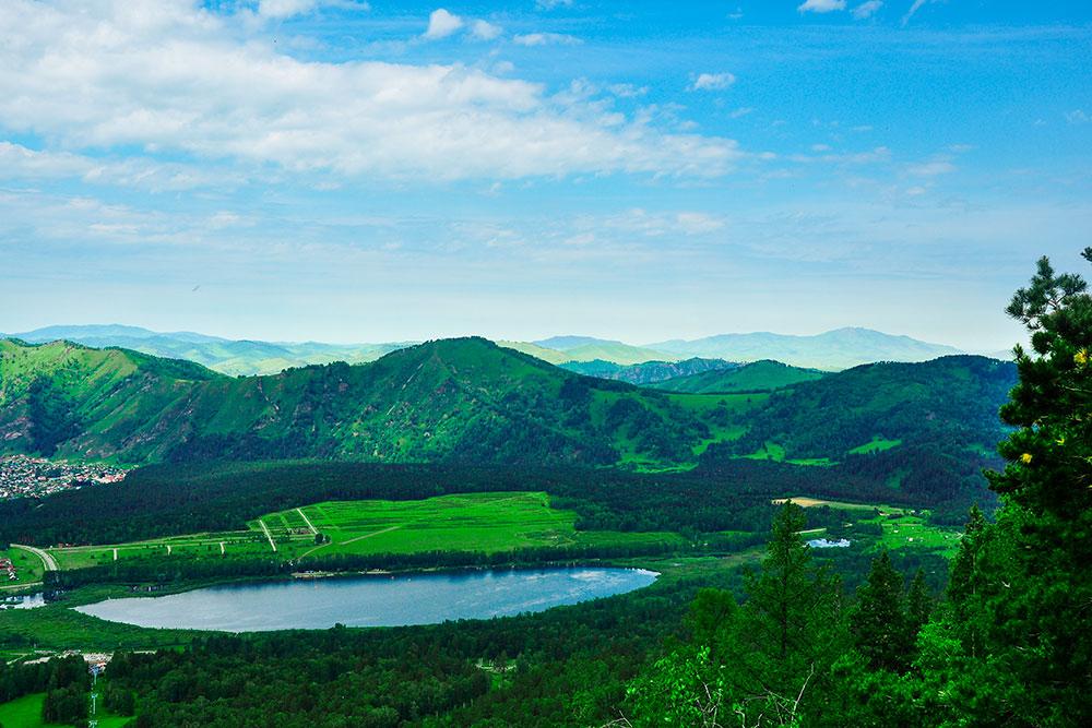 Манжерокское — одно из немногих теплых озер в Горном Алтае, где можно купаться. Источник:ElenaBukharina / Shutterstock