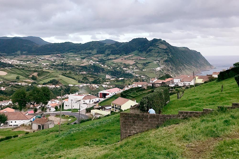 В Повоасане мы жили в окружении зеленых холмов, рядом с океаном
