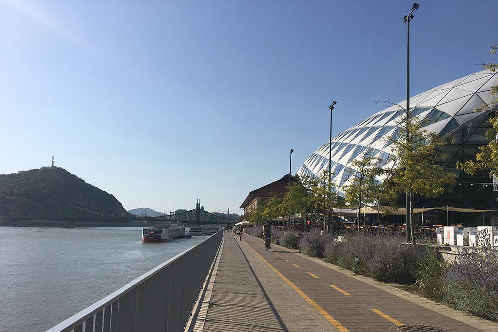 Велодорожка вдоль реки