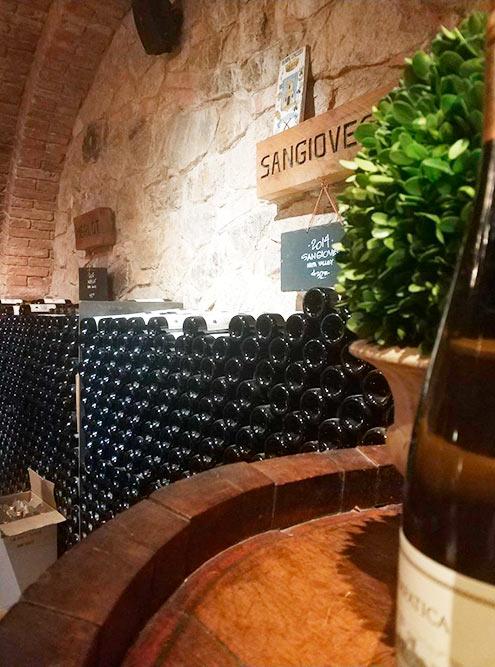В долине производят вина более 800 брендов. Они ежегодно приносят в бюджет страны 50 млрд долларов