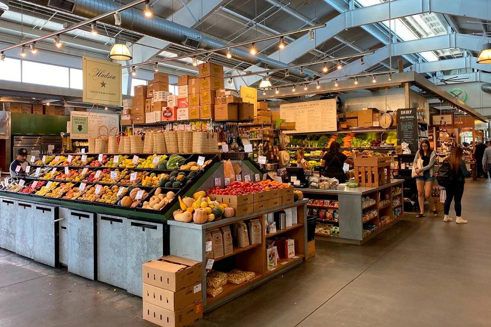 Рынок Oxbow расположен в крытом ангаре