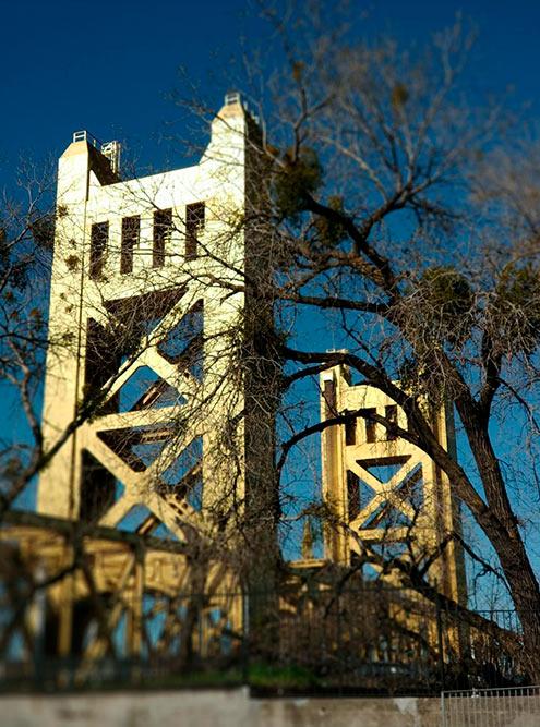 Tower Вridge немного напоминает Тауэрский мост в Лондоне