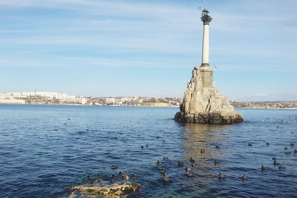 Символ Севастополя — памятник затопленным кораблям