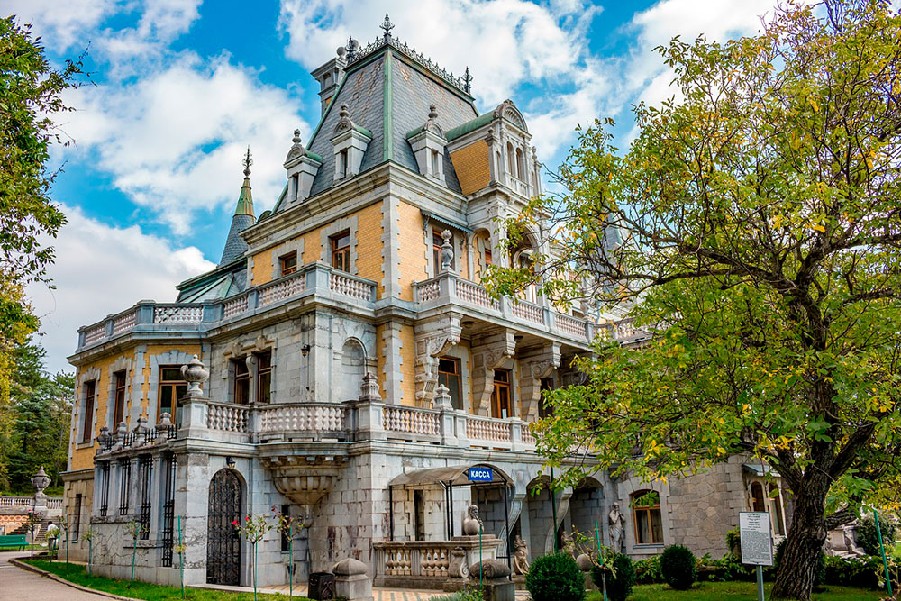 По версии портала tvil.ru, Массандровский дворец — лидер среди любимых туристами мест для фотосессий. Источник: photochur / pixabay.com